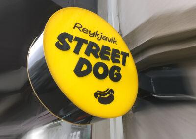 Ljósaskilti fyrir Reykjavík Street Dog
