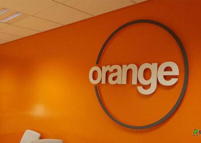 Útfræst skilti Orange Project Ármúla