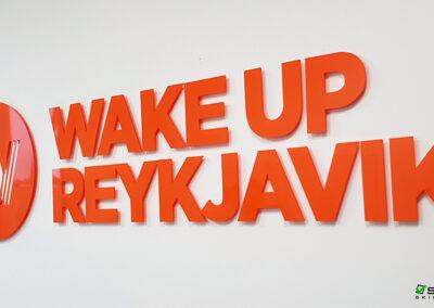 Útfræst skilti fyrir Wake Up Reykjavík