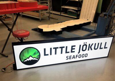 Ljósaskilti fyrir Little Jökull Seafood veitingastaðinn